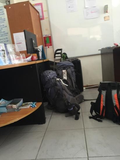As duas mochilas idênticas que renderam o susto